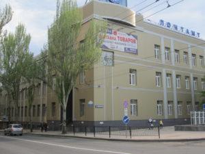 Убрать заборы вдоль улиц и вокруг административных зданий